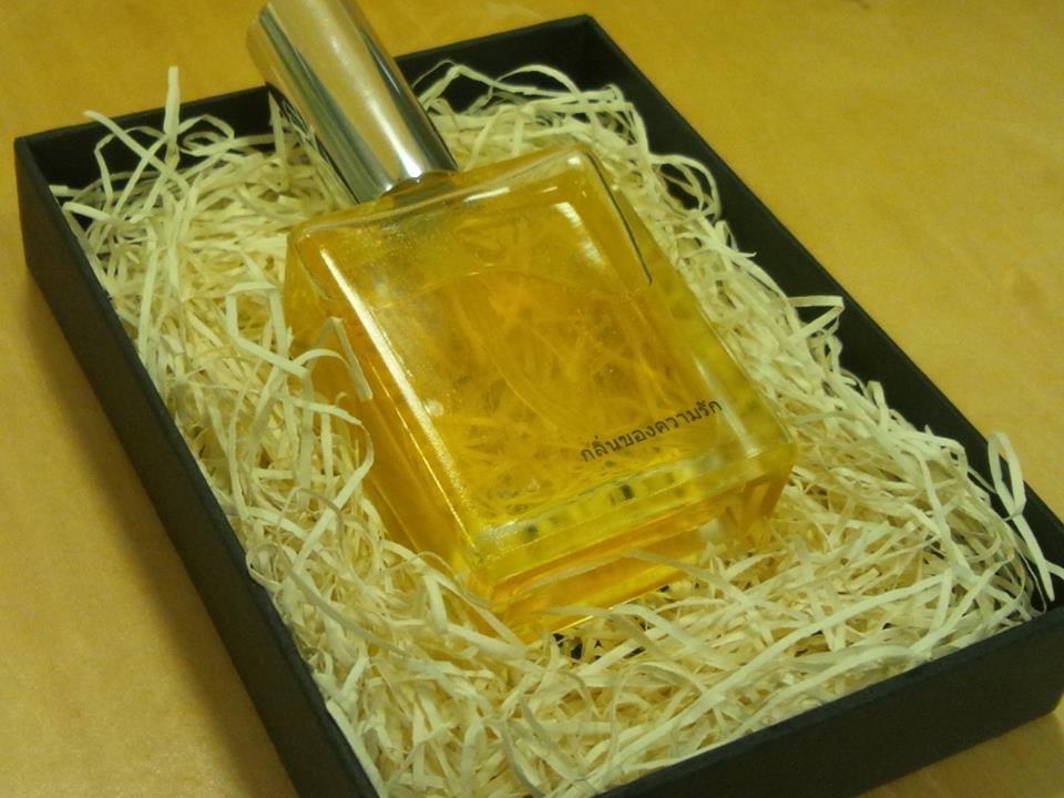 世界で一つだけのオーダーメイド香水づくり「アロマパルファンセッション」